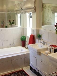 The en-suite bathroom offers both bath-tub, shower and double vanity