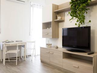 TV al plasma e tavolo da pranzo da 2 a 4 posti
