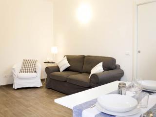 Confortevole divano che all'occorrenza diventa un comodo letto a due piazze.