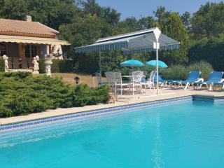 Villa provencale avec piscine et tennis prives, 4****etoiles