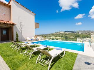 Villa Renta Eleni, vivid experience!