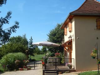 Charming cottage in Hautefort Dordogne with pool + wifi