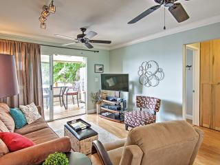 Reduced Summer Rates! Recently Remodeled 2BR Kona Condo w/Wifi, Spectacular Ocean Views & Pool Access! Awesome Location Near Shopping, Dining & More - Just 2 Blocks from the Beach!, Kailua-Kona