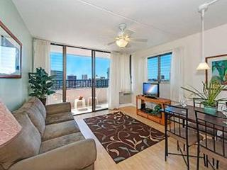 Ocean View End unit Royal Kuhio Condo w/ Kitchen, Honolulu