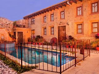Casa Sta Catarina - Centrally located & Castle-like home w/Pool & Hot Tub