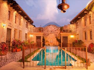 Casa Santa Cruz - Castle-Like & Central Home with Pool & Hot Tub