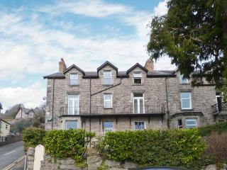 THE ROWANS, wing of a Victorian house, pet-friendly, off road parking, in Grange-over-Sands, Ref 23030