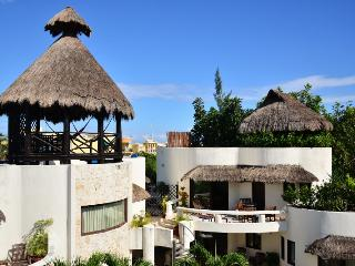 Blue Palms 305; lovely 2 bedroom, 2 bathroom suite, Playa del Carmen