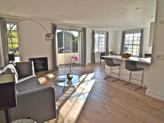 Furnished 2-Bedroom Apartment at Burton Way, Beverly Hills