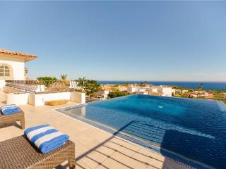 Luxurious Golf Getaway at Villa de los Faros!