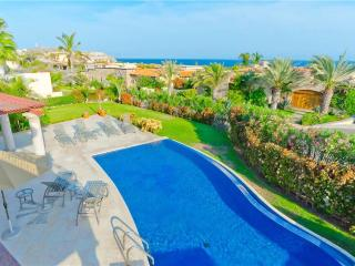 Ocean View Villa with Beach Club Access: Villa De Phoenix, 4 BR
