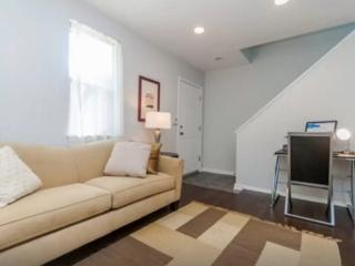 ELEGANT, SPACIOUS AND WELL-APPOINTED 2 BEDROOM, 2.5 BATHROOM, Chicago