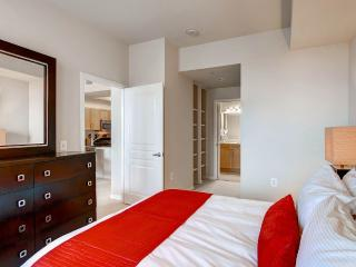 Luxury 1 Bed Apt Near Pentagon Row with Pool, Gym and Wifi, Arlington