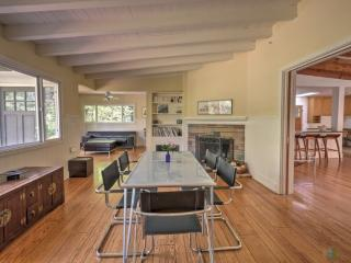 2b/2bt Architectural Pool Home in Glendale!