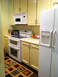 FULLY FURNISHED AND SPACIOUS 1 BEDROOM, 1 BATHROOM APARTMENT, Mill Valley