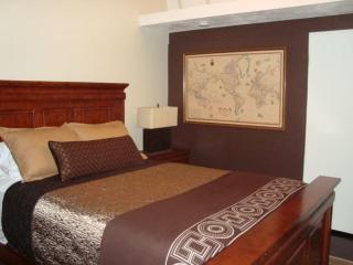 Furnished 2-Bedroom Home at Glen Oaks Blvd & Mooresque Dr Pasadena