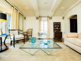 Bright, Spacious & Stylish - Historic Los Angeles, Beverly Hills, West Hollywood