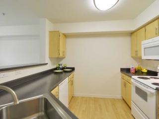 Space Elegant and Outstanding 2 Bedroom, 2 Bathroom Apartment in Mill Creek