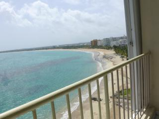 Beachfront 1-Bdrm with Stunning View, Isla Verde