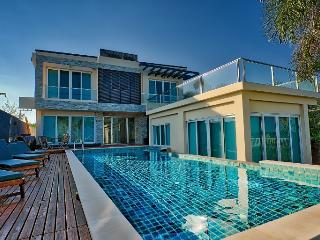 Beach Front 2 Storey With Lovely Pool in Cha Am