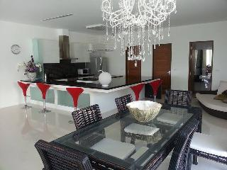 5 Star Penthouse 3 Bedroom Condo w/ Private Pool, Kamala