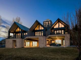 Gorgeous Six Bedroom Home with Golf Course and Ski Slope Views, Edwards