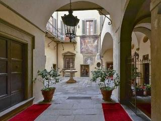 Three bedroom flat in historic central Florence building, Florencia