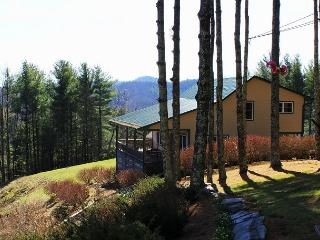 STARGAZER - UPSCALE MTN HOME W/PANORAMIC VIEWS & WiFi-NEAR WEST JEFFERSON!