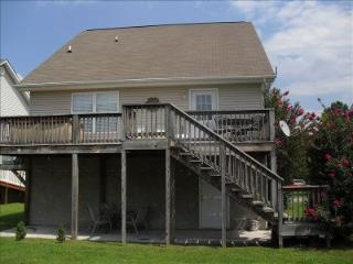 COUNTRY MEADOW CHALET-GREAT LOCATION/WI-FI/HOT TUB