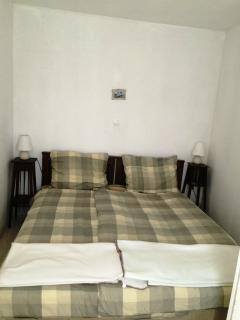 small sleeping room -doublebed