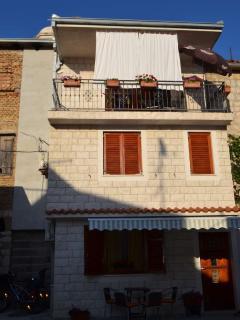 Authentic stone 2 BD Kastela apartment near Split