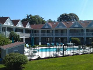 Desirable Beach Condo Overlooking Pool, Ogunquit