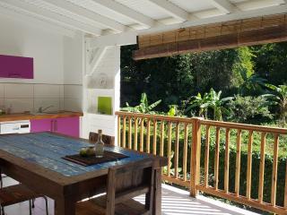 """Habitation CALISSA gîte """"GROSEILLE PAYS"""", Bouillante"""