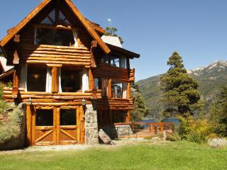 ASTONISHING 5 BED LAKEFRONT VILLA, San Carlos de Bariloche