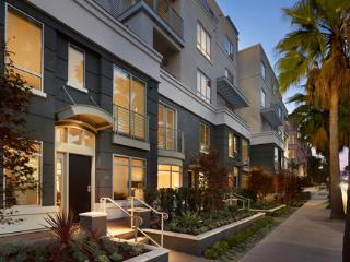 2 Bedroom Townhouse close to Rodeo Drive, Beverly Hills
