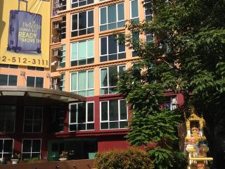 Apartment suit close to MRT Lad Phrao station., Bangcoc