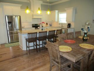 Redfish Retreat Sleeps 14, Crystal Beach