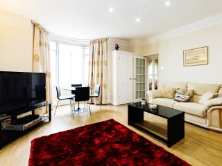 A bright and spacious apartment in Paddington, Londres