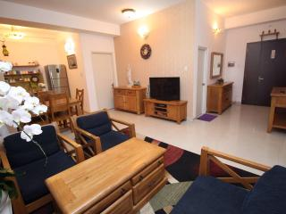Modern Home Comfort 3BR Apartment - City View, Ho-Chi-Minh-Stadt