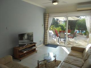 Delightful ground floor apartment close to pool, Pafos