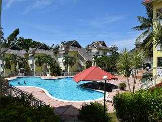 Penthouse resort apart., pool,tennis courts,wi-fi