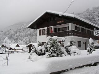 Chalet with Hot tub & 5 bedrooms in Morillon