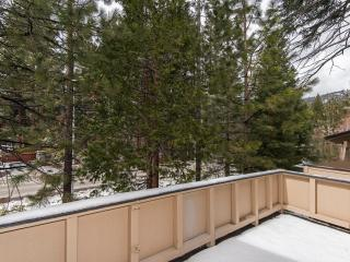 Remodeled for Luxury. Close to Ski, Beach, Shops