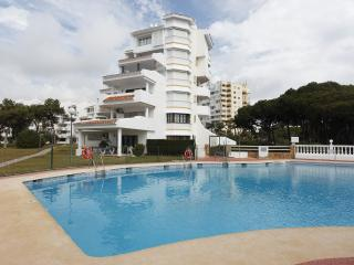 Calahonda, beachside, newly refurbished Apt., Sitio de Calahonda