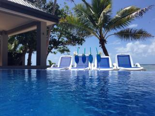 Out of the Blue Fiji - Your spacious Beach House 20m's from the waters edge