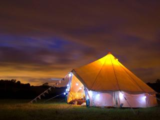Valley Farm luxury Glamping (Mad Hatter Bell tent), Farmoor