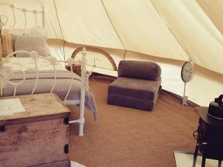 Valley farm luxury Glamping (Alice Bell tent), Farmoor