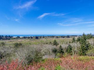 Pet-friendly, elegant villa with ocean views!, Neskowin