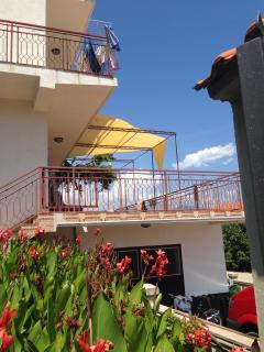 Seitenansicht auf Terrasse