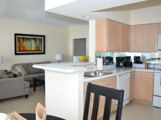 Spectacular - Bright 2 Bedroom, 2 Bathroom Waltham Apartment